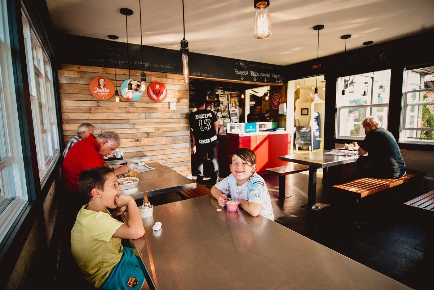 https://lepouce.ca/wp-content/uploads/2018/02/restaurant-le-pouce-salle-a-manger.jpg